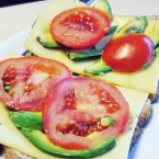 brood-met-avocado-tomaat-healthylivinglisan