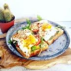 brood-met-tomaat-avocado-en-ei-healthylivinglisan