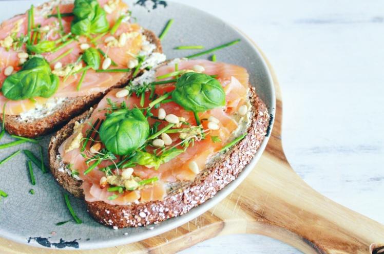 broodje-zalm-met-kruiden-healthylivinglisan