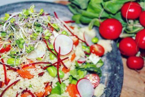 kleurrijke vegetarische couscoussalade - Healthylivinglisan