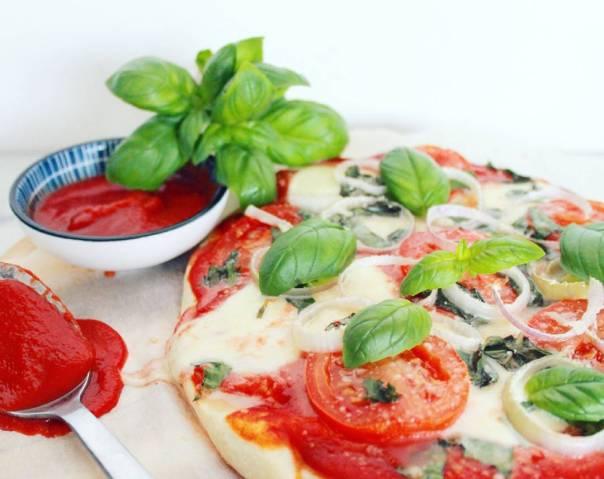 Bloemkoolpizza vegetarisch belegd - Healthylivinglisan