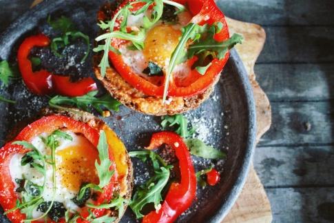 Lunchtip paprika met ei en paprika pesto