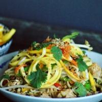 Udon noodles met groenten en varkensvlees