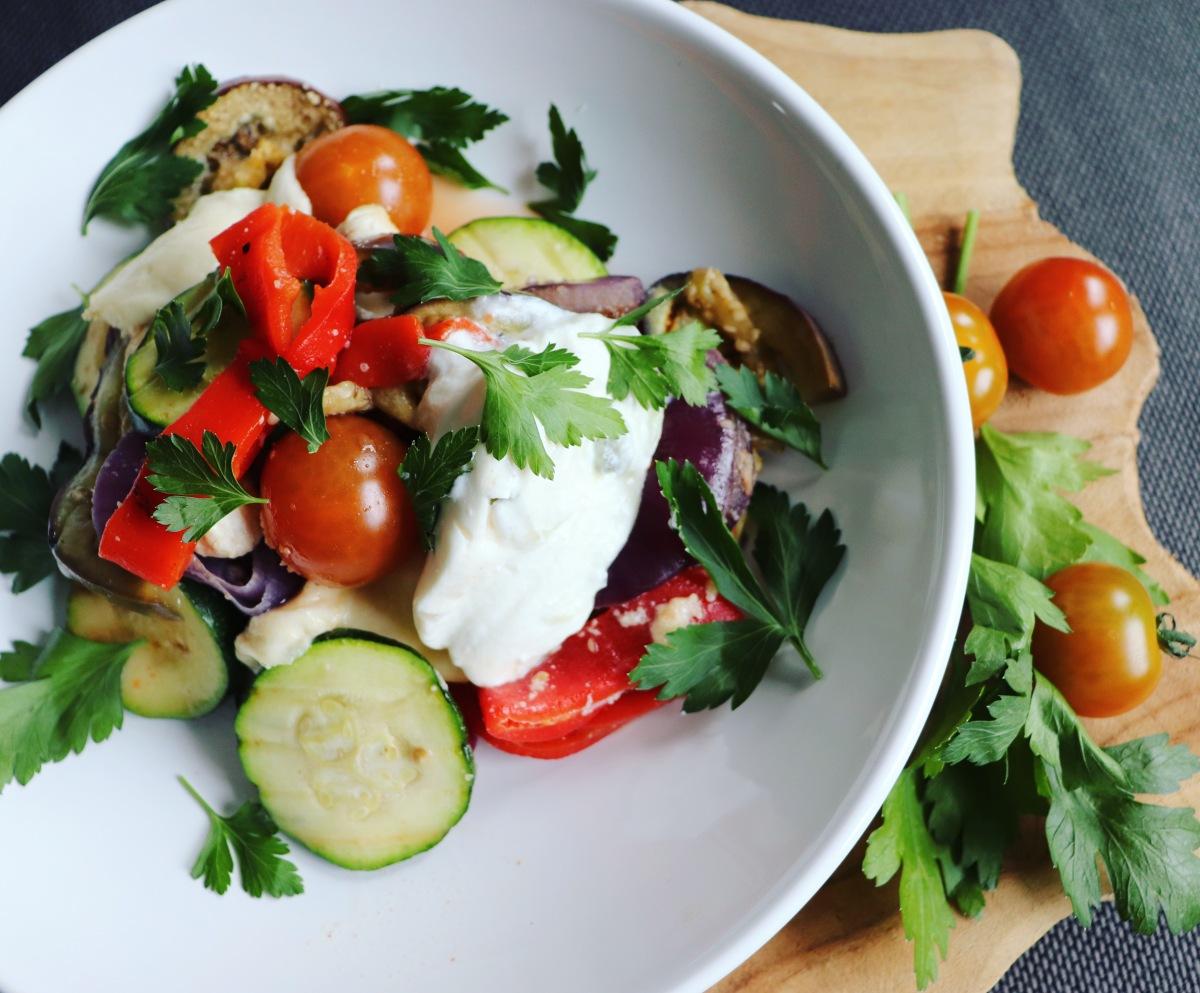 Gegrilde groenten salade met kip