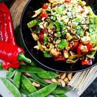 Zeewier noodles met groenten en kip